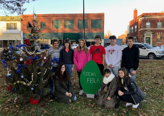 students with Christmas tree